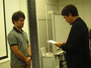 永年勤続賞に山城さん!!ハワイです!!詳細は5月以降にホームページにアップします。